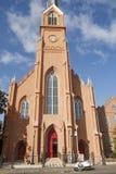 Мопед припаркованный Церковью стоковые фотографии rf