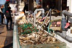 Морепродукты вдоль улицы на otaru-shi, Хоккаидо, Японии Стоковое фото RF