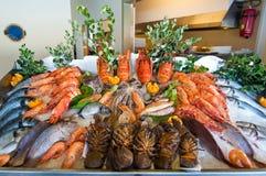 Морепродукты показанные на местном ресторане на острове Крита, Греции стоковое фото rf