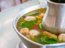 Морепродукты супа Тома Yum, традиционный стиль бака тайской кухни еды горячий стоковое фото