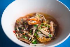 Морепродукты Том лапшей yum с когтем стоковое фото