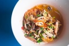 Морепродукты Том лапшей yum с когтем стоковые фото
