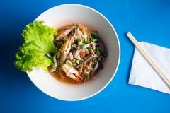Морепродукты Том лапшей yum с крабом стоковое изображение