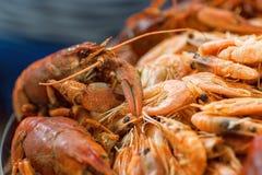 Морепродукты, вкусные кипеть ракы и креветка на таблице ресторана Селективный фокус Стоковые Фото