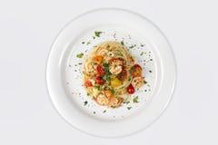 Морепродукты Макаронные изделия спагетти с креветками или креветками Стоковые Изображения