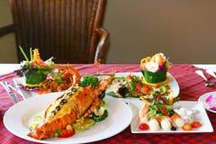 Морепродукты на обеденном столе Стоковые Изображения