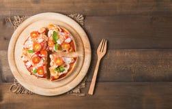 Морепродукты пиццы на деревянной предпосылке Стоковая Фотография