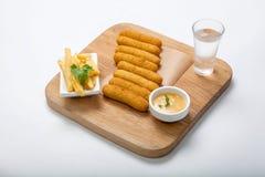 Морепродукты - ручки рыб на деревянной доске Стоковые Фотографии RF