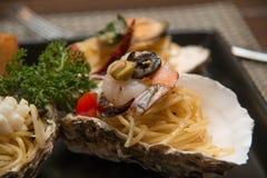 Морепродукты спагетти макаронных изделий очень вкусные в раковине Стоковые Изображения RF