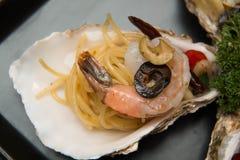 Морепродукты спагетти макаронных изделий очень вкусные в раковине Стоковое Фото