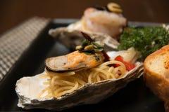 Морепродукты спагетти макаронных изделий очень вкусные в раковине Стоковые Фото