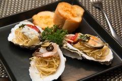 Морепродукты спагетти макаронных изделий очень вкусные в раковине Стоковое Изображение
