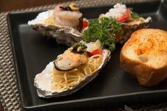 Морепродукты спагетти макаронных изделий очень вкусные в раковине Стоковое фото RF
