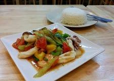 Морепродукты тайского стиля сладостные и кислые Стоковое фото RF