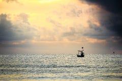 Море ландшафта с шлюпкой Стоковые Фото