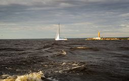 Море, ветрила шлюпки Стоковые Фото