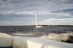 Море, ветрила шлюпки Стоковое Фото