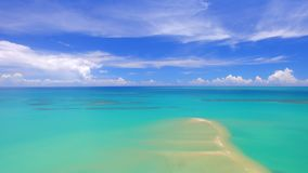 Море вида с воздуха зеленое на бразильском побережье пляжа на солнечный день в Corumbau, Бахи, Бразилии Февраль 2017 акции видеоматериалы