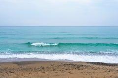 Море, волны, песок Стоковые Фотографии RF