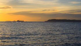 Море в вечере на Таиланде, с сумерк стоковое изображение rf