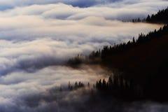 Море горы облаков Стоковые Изображения