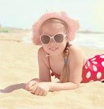 море девушки пляжа счастливое Стоковые Фотографии RF
