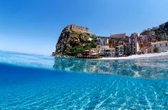 море замока под волной Стоковое фото RF
