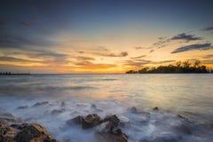 Море захода солнца и пляжа пляж Стоковые Изображения