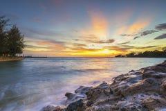 Море захода солнца и пляжа пляж Стоковая Фотография RF