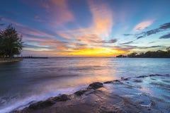 Море захода солнца и пляжа пляж Стоковые Изображения RF