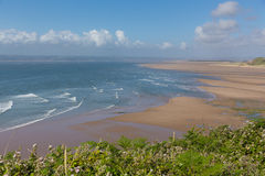 Море и волны пляжа залива Broughton южный уэльс Великобритания полуострова Gower около Rhossili приставает к берегу Стоковое Фото