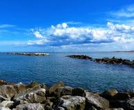 Море и голубое небо Cesenatico стоковая фотография