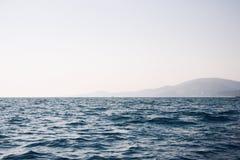 Море и гора Стоковые Фотографии RF