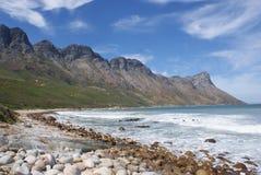 Море и горный вид Стоковая Фотография RF