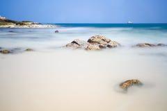 Море и голубое небо Стоковое Изображение