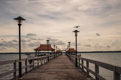 Море и мост ландшафта Стоковое Фото