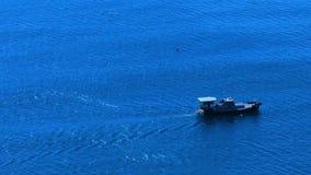 Море и моторная лодка акции видеоматериалы