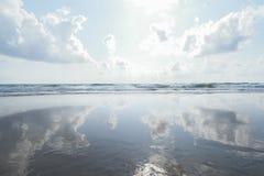 Море и небо отражения стоковое фото rf