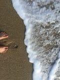 Море и нога пляжа стоковая фотография rf