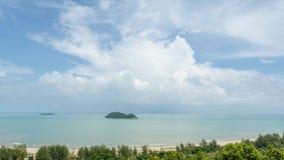 Море и облачное небо на samila приставают hatyai к берегу Таиланд Стоковое Изображение RF