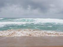 Море и песок шторма Стоковое Изображение RF