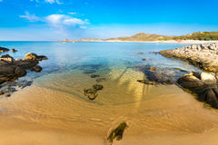 Море и древние пляжи Chia, Сардинии, Италии Стоковое Изображение RF