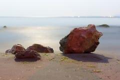 Море камня пляжа ночи Стоковые Изображения RF