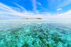 Море кораллового рифа тропическое карибское, открытое море бирюзы Национальный парк Индонезии Сулавеси Wakatobi Назначение верхне стоковое изображение