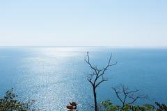 Море ландшафта с горой в Таиланде Стоковая Фотография RF