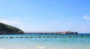 Море на Таиланде с горой Стоковое фото RF