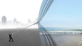 Море неба тяги бизнесмена открытое естественное покрывая серый городской пейзаж Стоковая Фотография RF