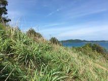 Море, небо и горы пейзаж смотрит Стоковое Изображение