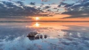 Море обстреливает заход солнца Стоковое фото RF