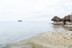 море пляжа утесистое Стоковые Изображения RF